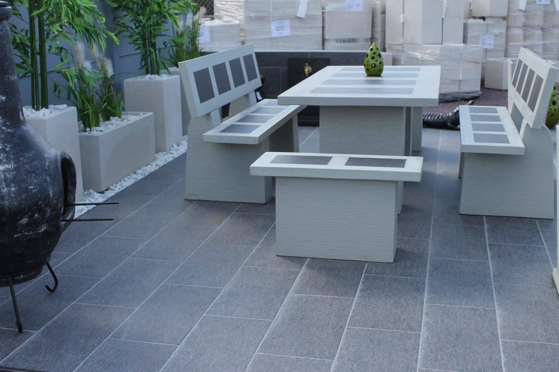 salon de jardin en pierre aublet moulin de jardin d co. Black Bedroom Furniture Sets. Home Design Ideas